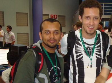 Na verdade, é uma foto com Luiz Sanches e Marcélio Leal. :-)